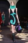 Versace+Milan+Fashion+Week+Womenswear+Autumn+zhaW9b24CqYl